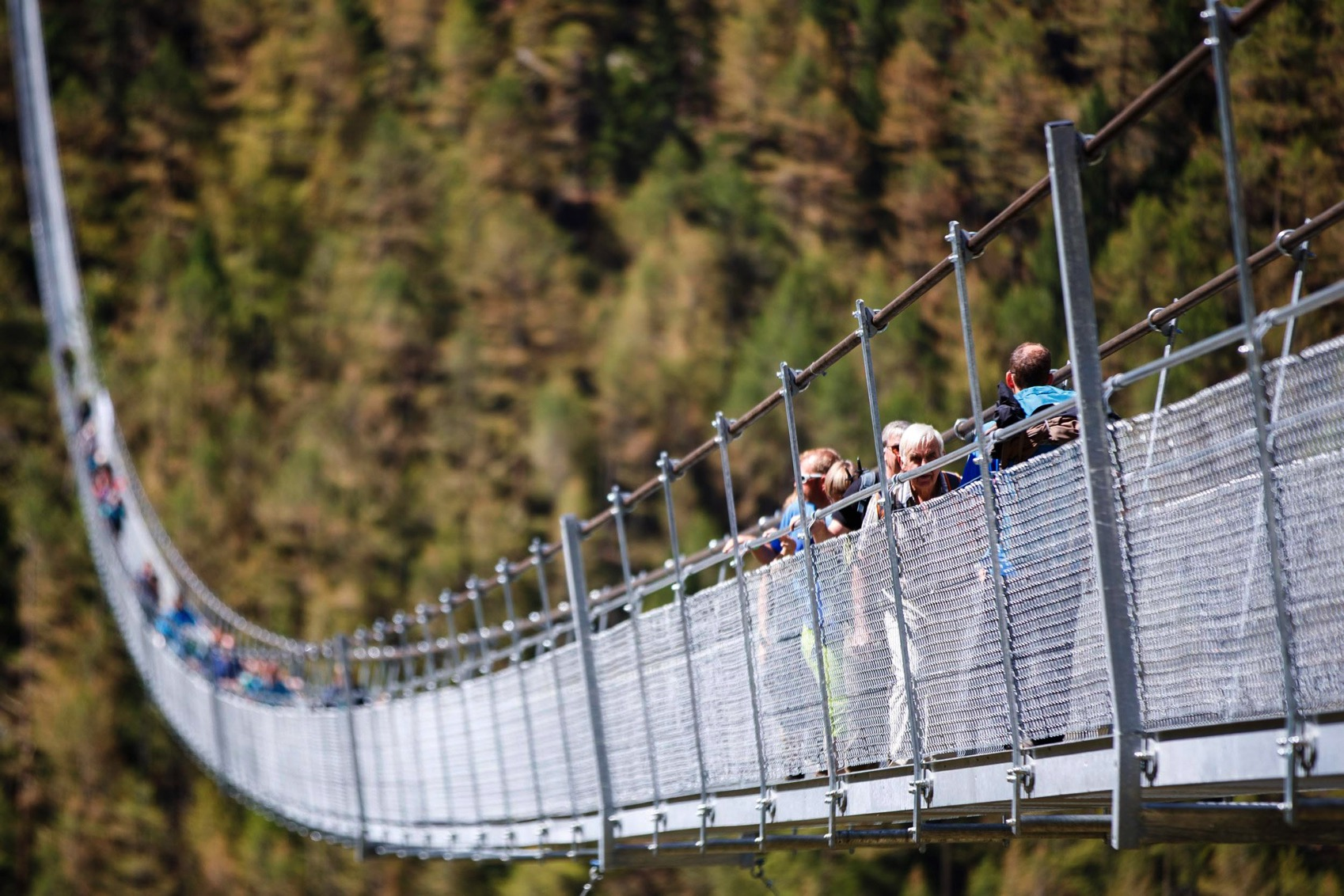 Charles kuonen suspension bridge switzerland dezeen 2364 col 3