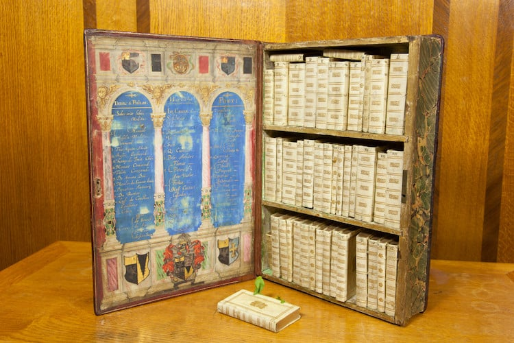 Jacobean traveling library 4