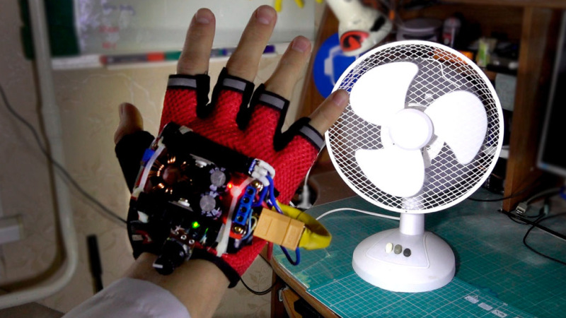 Tech Glove Stops Time