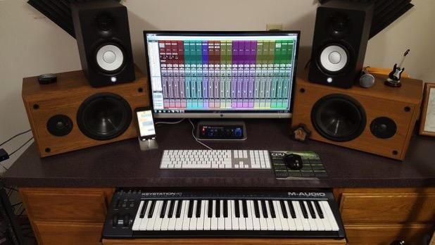 build a home recording studio for 300 musicmonday. Black Bedroom Furniture Sets. Home Design Ideas