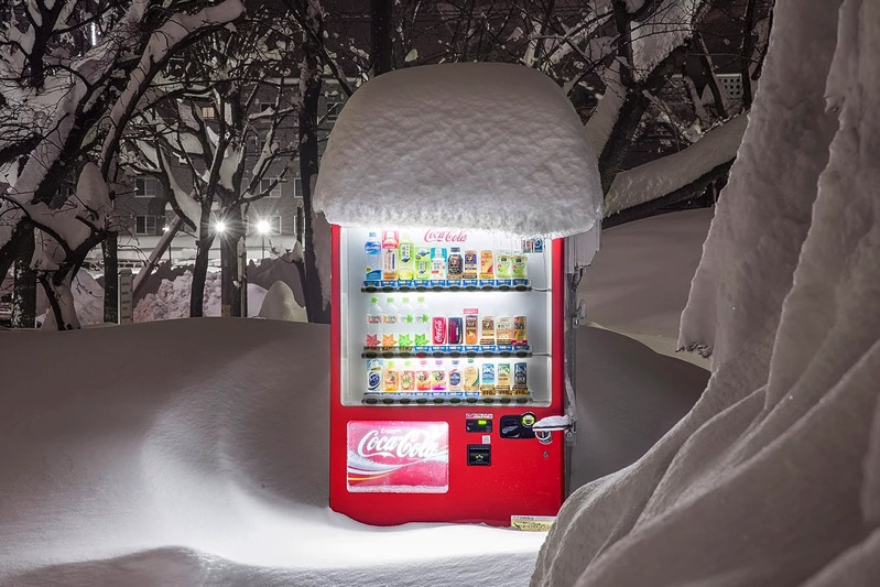 Eiji Ohashi Hokkaido Vending Machines at Night 3