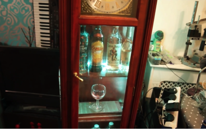 Grandfather Clock Turned Bar-Bot #piday #raspberrypi @Raspberry_Pi