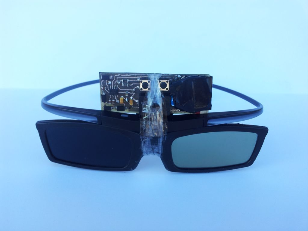 Shutter glasses with circuit board