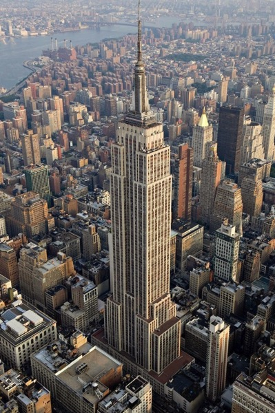 800px Empire State Building aerial view