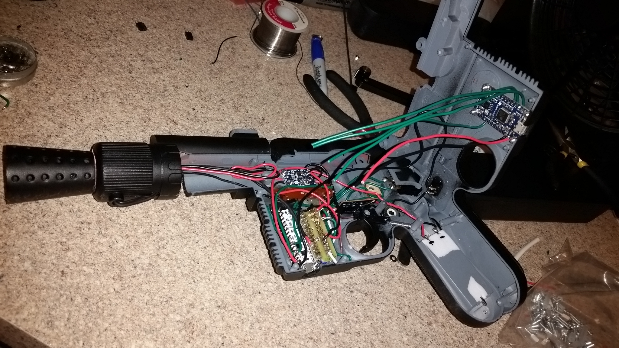 Han Solo Blaster Toy Upgraded To Incredible Wedding Gift With Interactive Traffic Lights Circuit Diagram Heres Some More Build Shots And Diagrams Of The Guns Features