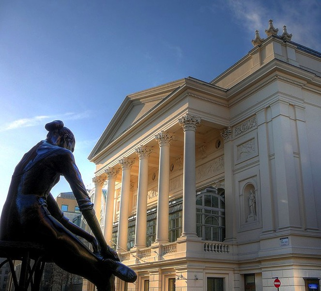 800px Royal Opera House and ballerina