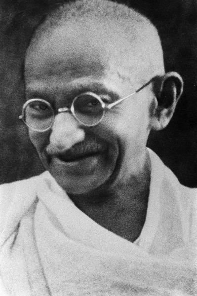 800px Portrait Gandhi
