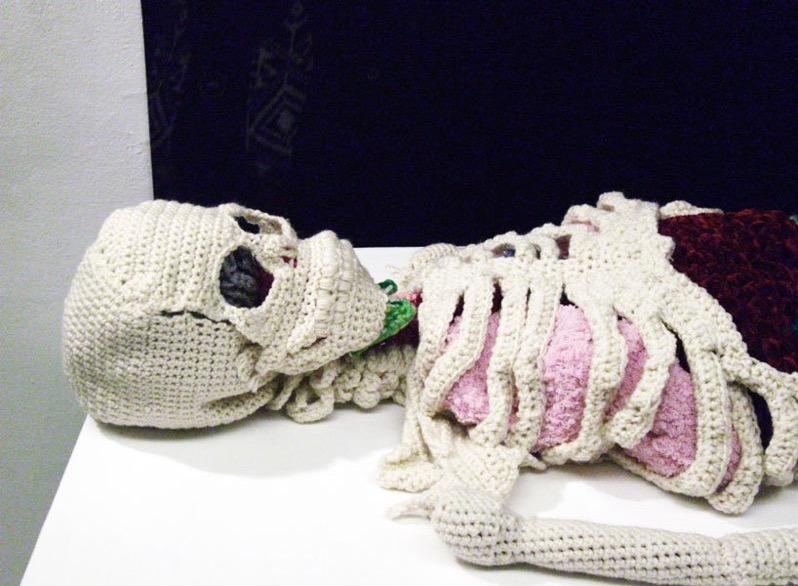 Crochet artist creates life sized anatomically correct skeleton designboom 818