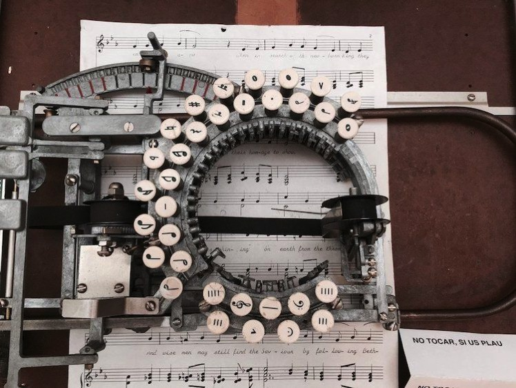 This Rare Vintage Typewriter from the 1950s Lets You Type Sheet Music 0 x