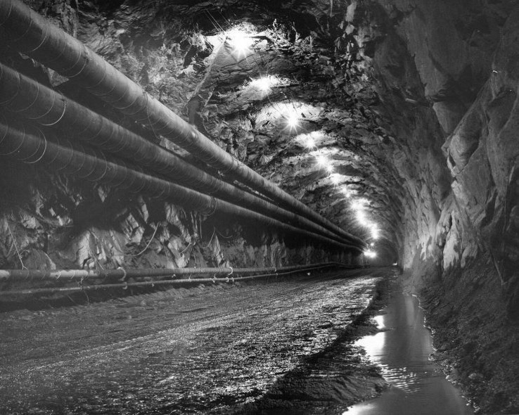 1280px Cheyenne Mountain Const tunnel with pipes