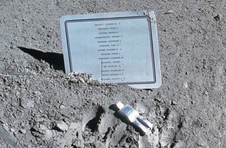 4330a74c 69da 40d9 a186 d0f668b048a4309b9abfae89d35d20 800px Fallen Astronaut