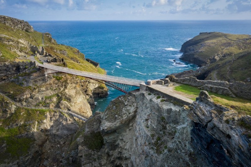 Tintagel castle bridge cornwall ney partner william matthews designboom 01