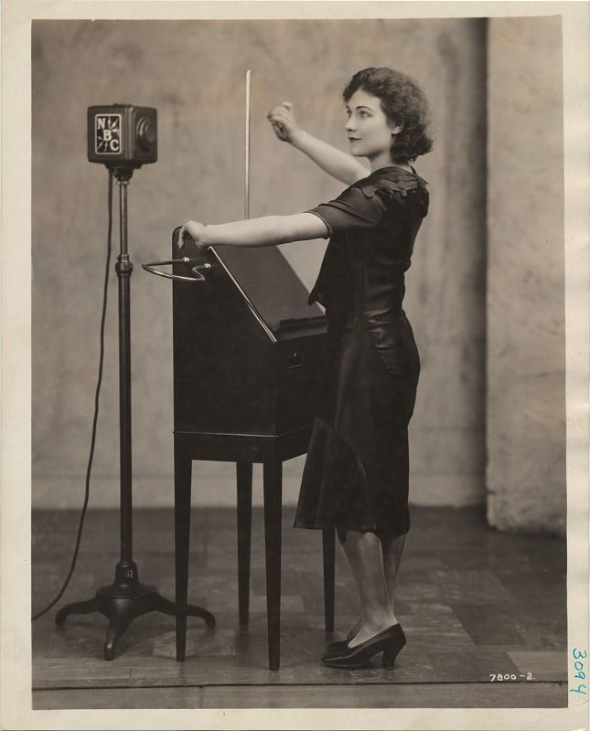 Alexandra stepanoff plays theremin