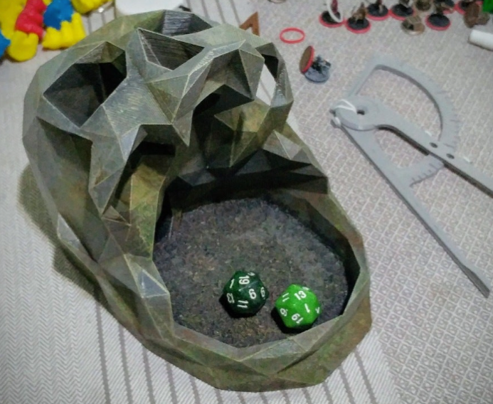 Low Poly Skull Dice Tower by WindhamGraves Thingiverse
