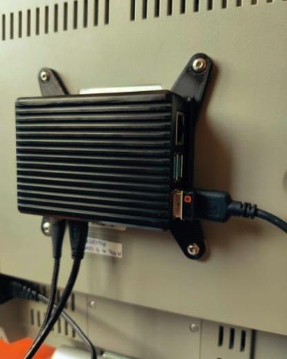Raspberry Pi 4 VESA 75 100 or wall Heatsink Case Holder by SimonSeghers Thingiverse