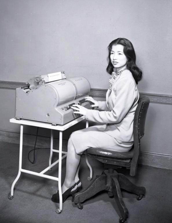 I IBM Chinese Typewriter Lois Lew