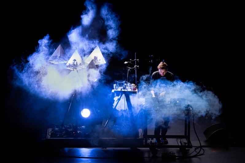 Moritz Simon Geist mit Musikrobotern Nemo Biennale 2020 © Foto Quentin Chevrier web
