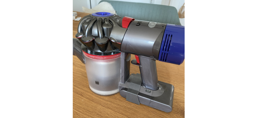Dyson V8 Battery Switch Clip by TheXPrinter Thingiverse